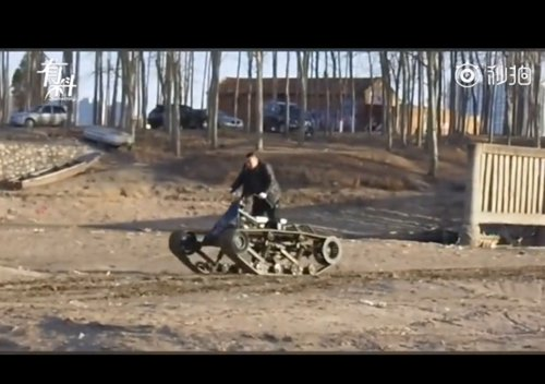 Shi Guangli drives one of his amphibious ATV through the mud of Langfang, North China's Hebei Province. (Screenshot photo)