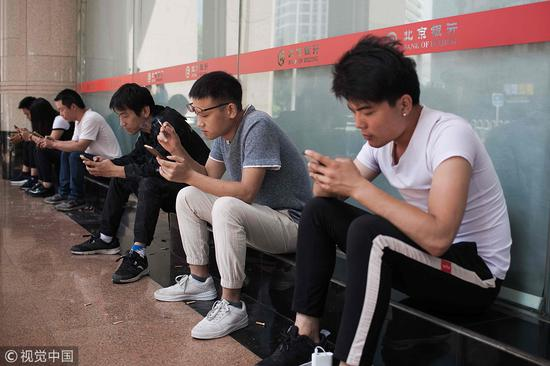 Smartphone love-in good for foreign firms