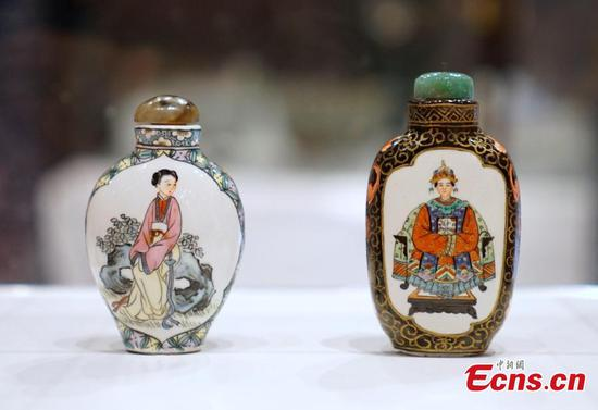 Hong Kong museum shows splendors of painted porcelains