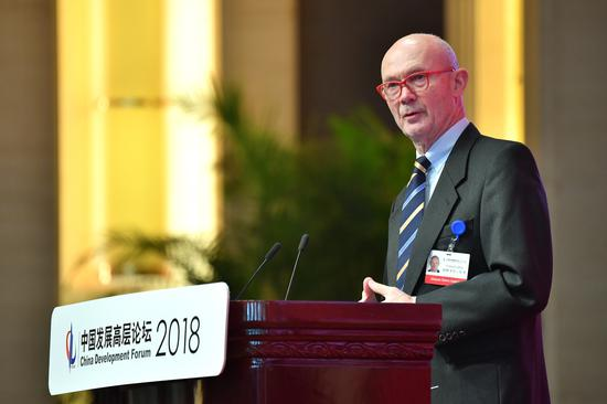 Pascal Lamy delivers a speech at the 2018 China Development Forum in Beijing on March 24. (Li Xin/China Daily)