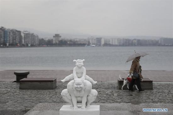 Chinese artist decorates Greek port city with sculptures of women