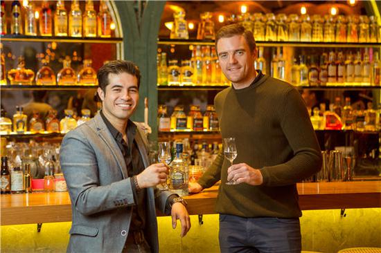 Bar manager Rodrigo Lizardi (left) and co-owner David Connolly aim to bring Mexico's tequila culture to Beijing. (Photo provided to China Daily)