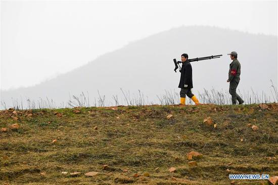 Pic story of migrant bird protector in east China's Anhui