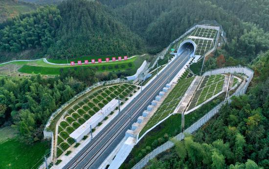 New Hangzhou-Huangshan rail route opens