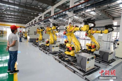 A robot manufacturing workshop in China. (File photo/China News Service)