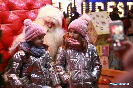 People participate in Christmas celebrations across world