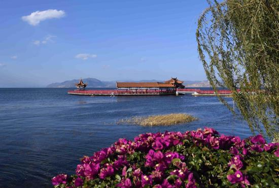 Photo taken on Nov 8, 2018 shows the scenery of Erhai Lake in Dali, Southwest China's Yunnan Province. (Photo/Xinhua)