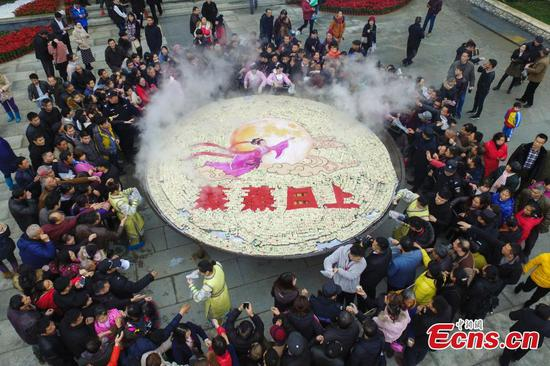 88,000 pieces of cake cooked in giant steamer