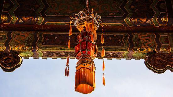 Palace lanterns illuminate Forbidden City after 200 years