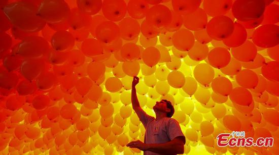 50,000 balloons to celebrate the new year in Brazil
