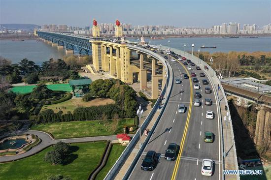 Aerial photo taken on Dec. 29, 2018 shows vehicles running on the renovated Nanjing Yangtze River Bridge in Nanjing, capital of east China's Jiangsu Province. (Xinhua/Li Bo)