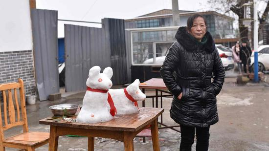 Snow for sale: Locals cash in on winter after rare snowfall in southwest China