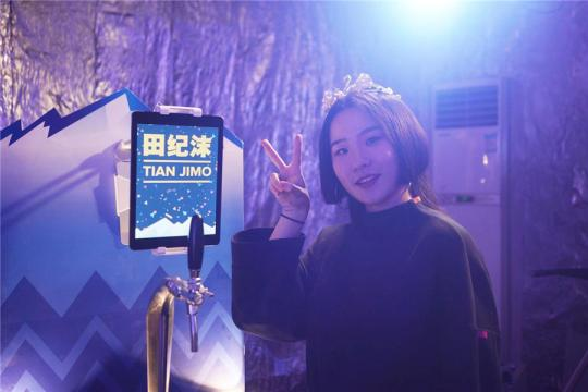 Born in Beijing on Dec 31, 2000, at 11:59 pm, Tian Jimo is considered the last person in China to turn 18 in 2018. (Photo provided to chinadaily.com.cn)