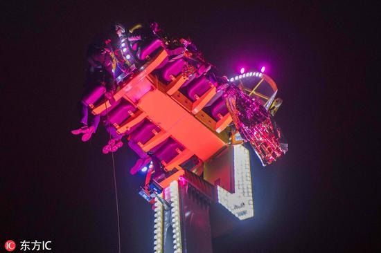 8 people trapped all night on broken fairground ride in France