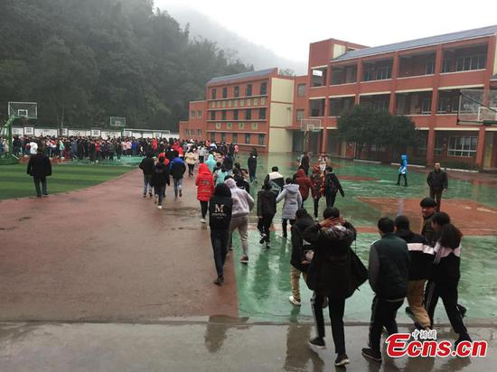 Students evacuated after 5.3-magnitude quake jolts Sichuan