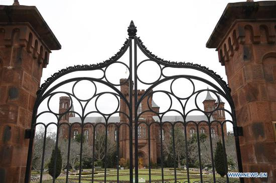 U.S. Smithsonian museums, National Zoo close doors due to gov't shutdown