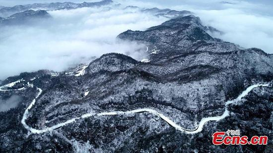 Wulingyuan in winter looks like picturesque Chinese ink painting