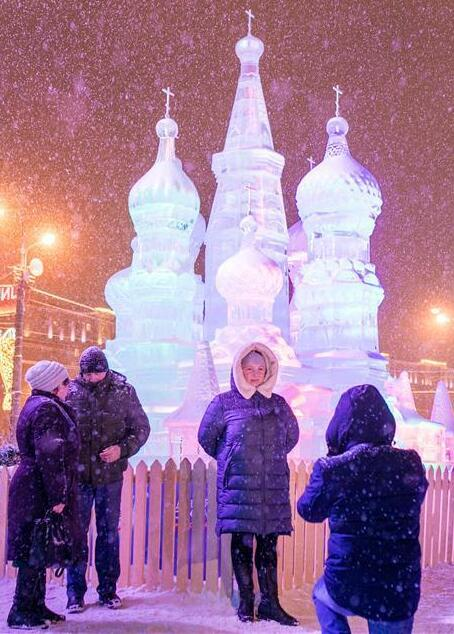 Moscow ice festival opens in Victory Park