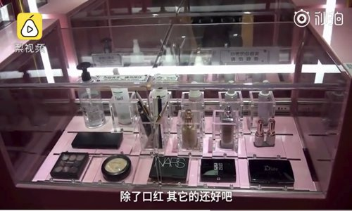 Booths with cosmetics appear in Wuhan, Central China's Hubei Province. (Screenshot photo)