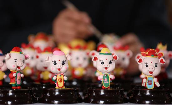 Dough figurines of pigs greet Chinese New Year