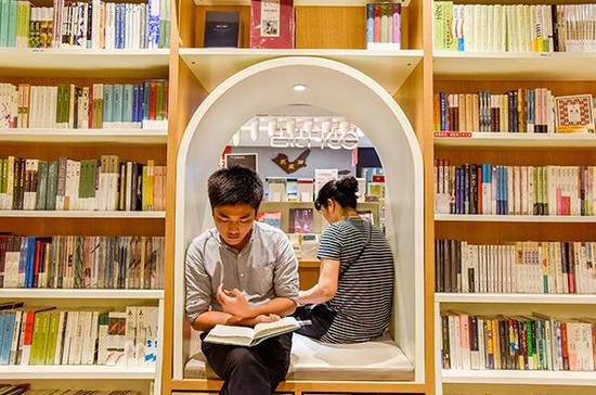 China enjoys more bookstores, increasing sales