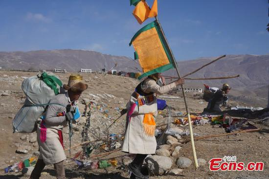 Tibetan farmers celebrate New Year one month early