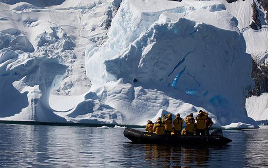 Visitors tour Antarctica in January 2017. (Photo by Wang Yanan / For China Daily)