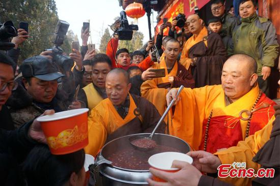 Shaolin Temple hands out free Laba congee