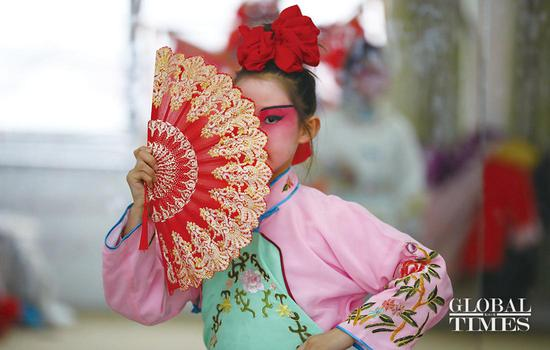 Chinese elementary school students embrace Peking Opera