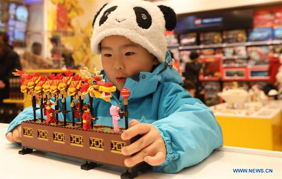 Toy bricks themed on Spring Festival attract customers in Shanghai