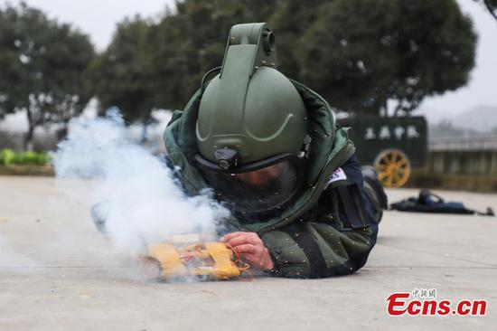Explosive ordnance disposal a test of mind and body