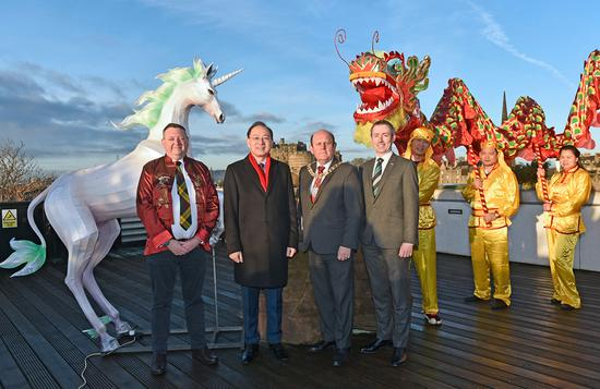 On the rooftop of the National Museum of Scotland, a mythical unicorn lantern lite up the early morning sky alongside a Chinese dragon to mark the launch of the Chinese New Year Edinburgh festival. (Photo provided to chinadaily.com.cn)