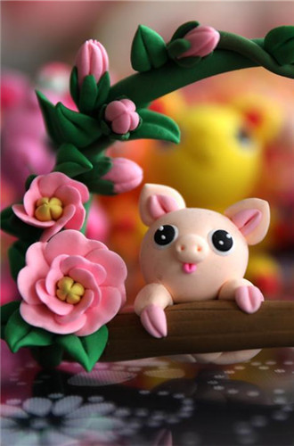 Folk artist turns clay into piggy figurines to welcome Year of the Pig