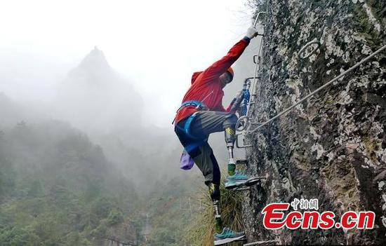 Famous double amputee attempts climbing route in Zhejiang
