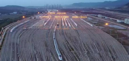 Mega station for high-speed trains completed in Yunnan