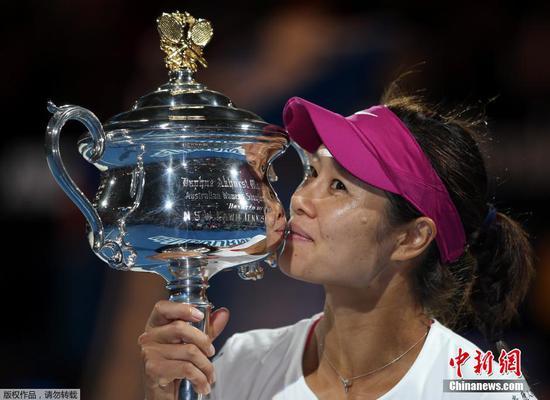 Li Na heads to Tennis Hall of Fame