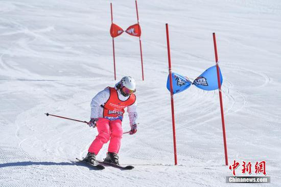 Alpine ski open held in southwestern China