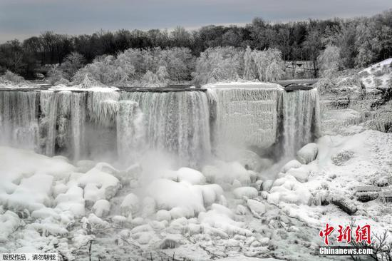 Frozen Niagara Falls leave visitors stunned by majestic view