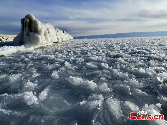 Lake Qinghai freezes solid as temperatures drop