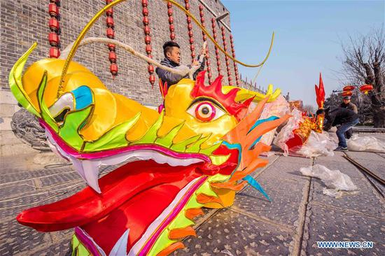Festive decorations set up across China to greet Spring Festival