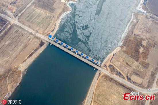 Shandong's ancient river half frozen