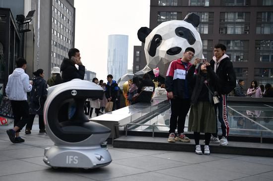 Robot boosts safety in Chengdu urban landmark