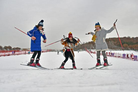 Ski lovers have fun at a resort in Yantai, Shandong province, in early January. [Photo by Sun Wentan/For China Daily]