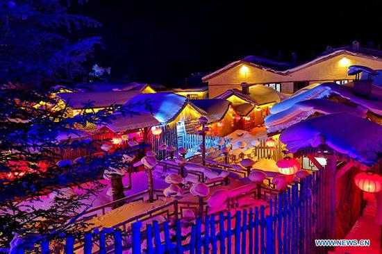 Snow scenery in Shuangfeng Forest Farm in Heilongjiang attracts visitors