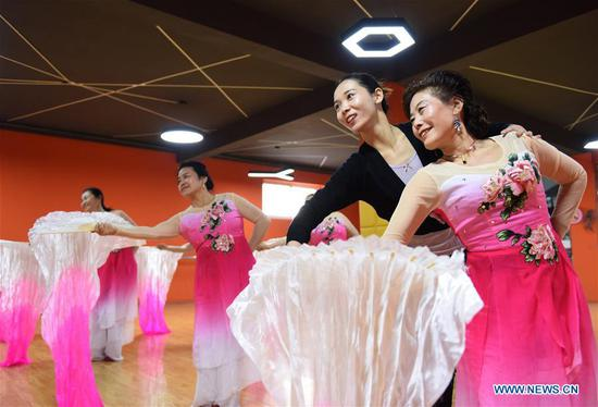 People participate in art training programs to enrich life in Hebei