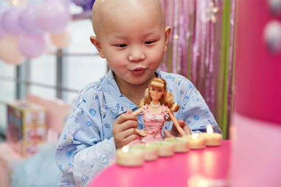 Brave girl fulfills her Barbie dreams in Shanghai