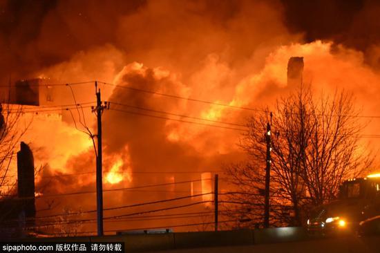 大规模火灾摧毁了新泽西州标志性的Marcal造纸厂