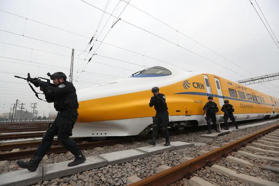 武汉铁路春节前进行安全演习