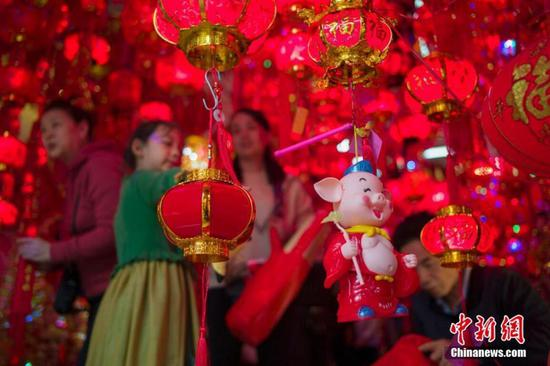 What makes lunar Chinese New Year distinct from Christmas?