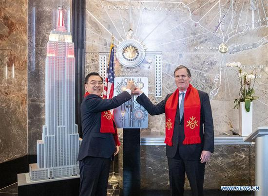 纽约的帝国大厦闪耀农历新年